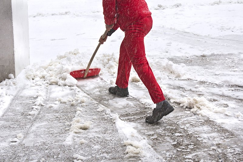 Tips for Clearing Your Driveway and Sidewalks
